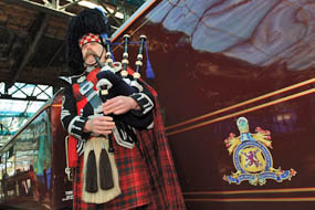 The Royal Scotsman: Piper on platform